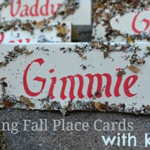 Making Fall Place Cards with Kids! {via The Pleasantest Thing}